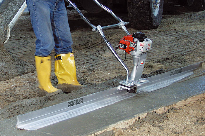 Wet screed P35A in action